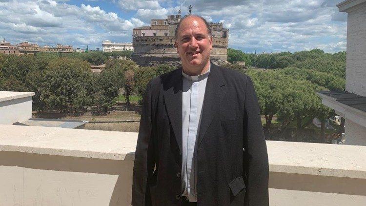 MAXIMO JURCINOVIC: «LA IGLESIA Y LOS MOVIMIENTOS SOCIALES CONTIENEN EL DESBORDE»